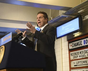 new-york-gov-cuomo-appeals-health-workers-to-help-the-city